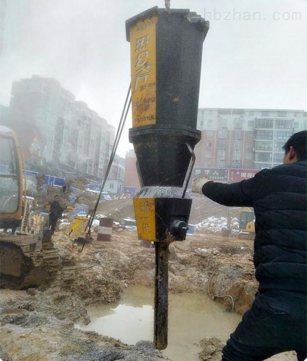 湖北省荆门市基坑环保型静态开采地基石头设备劈裂视频