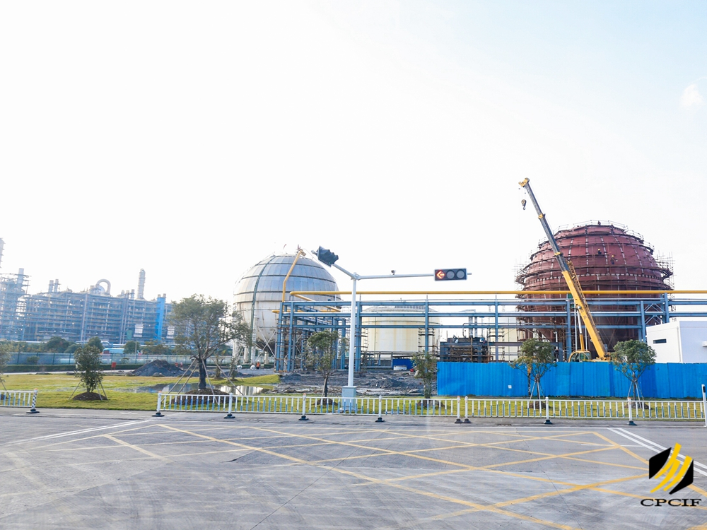 参观考察宁波石化经济技术开发区重点企业和环保项目