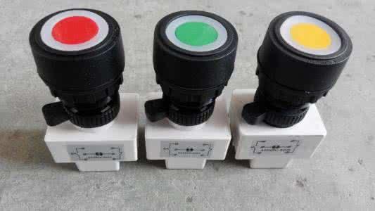 按钮开关可以完成启动,停止,正反转,变速以及互锁等基本控制.