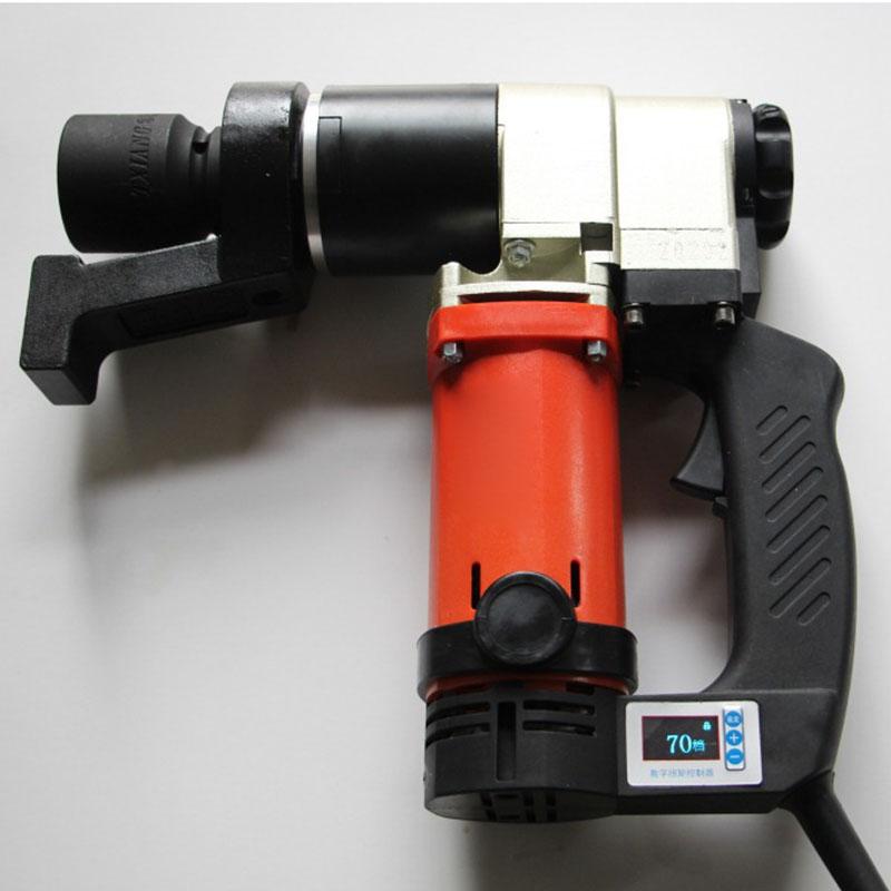依托汽车电池电源作为动力来源,只需轻轻按下扳上的轻/紧转换开关,就